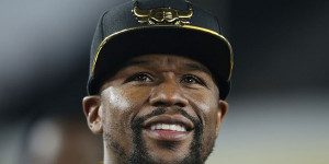 Floyd Mayweather Accused of Tampering by Oscar De La Hoya